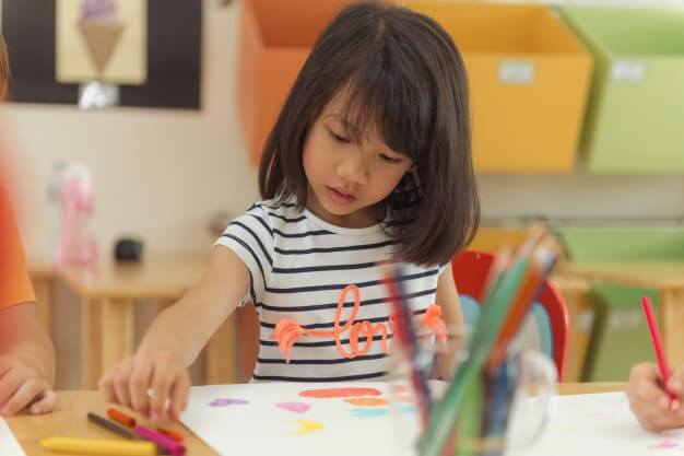 girl-drawing-